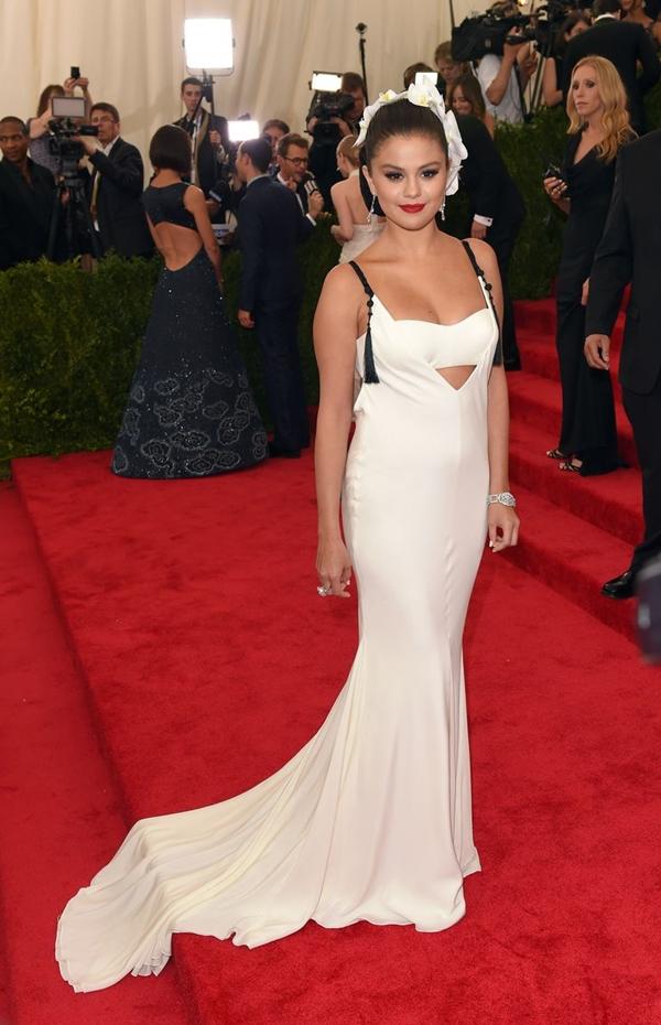Năm 2015, Selena gây ấn tượng với làn môi đỏ cổ điển.