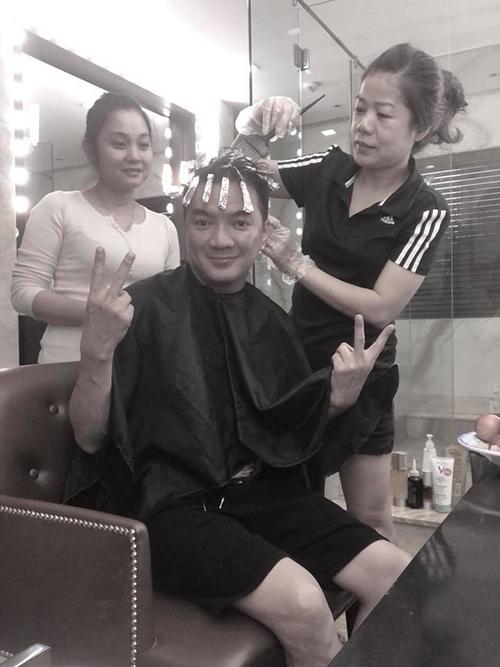 Mr Đàm tiết lộ thói quen làm tóc lúc 1h sáng vì bận rộn với lịch làm việc quay cuồng.