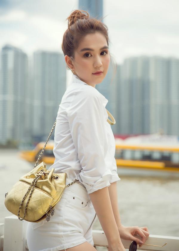Ngọc Trinh tiết lộ đang đầu tư sản xuất một phim điện ảnh mới. Bộ ảnh do stylist Phạm Bảo Luận, chuyên gia trang điểm Bảo Bảo hỗ trợ thực hiện.