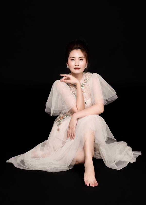 Photo: Rin Trần,Stylist: Pông Chuẩn, Trang phục: Trần Hùng - Tùng Vũ,Make up: Trí Trần.