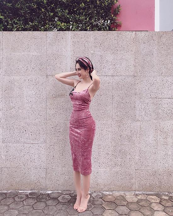 Sắc hồng nhạt được tín đồ thời trang ưa chuộng trong mùa hè - 1