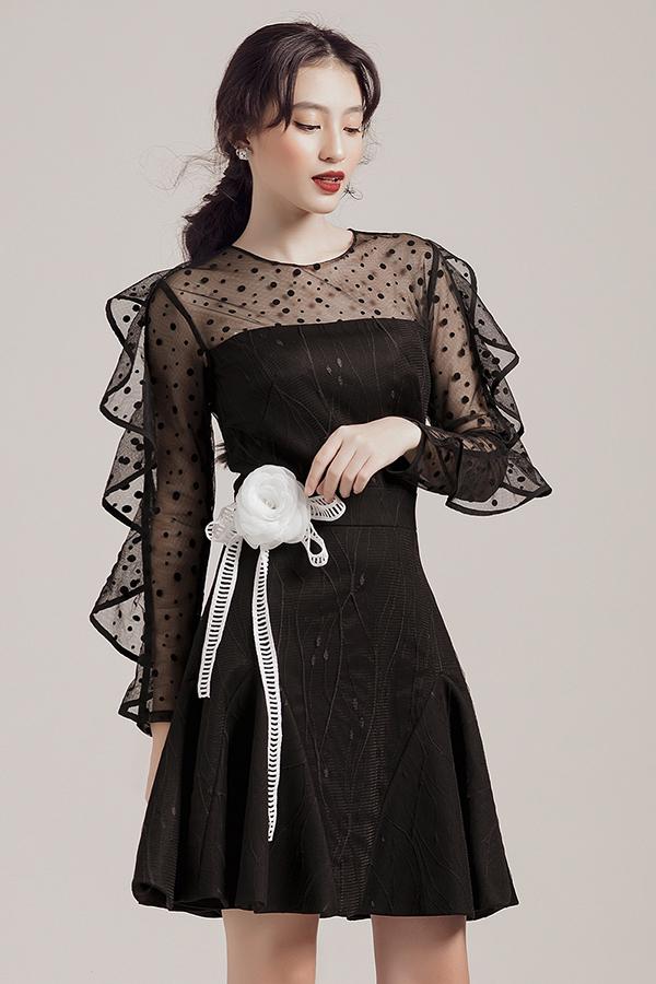 Những mẫu váy ngắn dành cho mùa hè của bạn gái trở nên điệu đà hơn bởi cách trang trí bèo nhún, diềm xếp uyển chuyển và tạo cảm giác nhẹ nhàng.