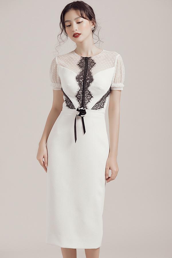 Các chất liệu vải ren với tạo hình cánh hoa bắt mắt và hợp xu hướng mới cũng được lựa chọn và đặt để một cách khéo léo trên từng bộ trang phục.