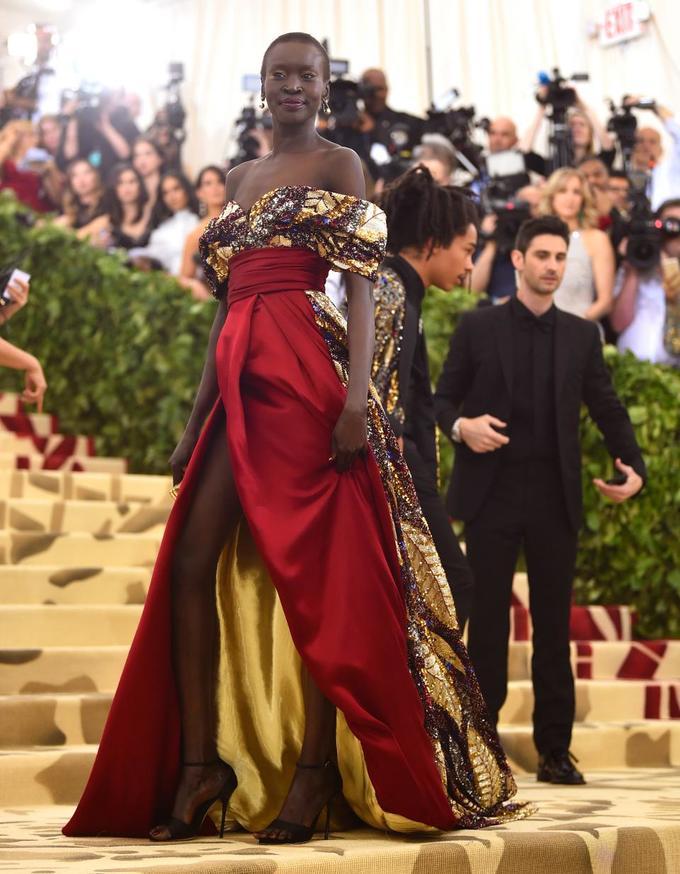 Váy áo bình dân tỏa sáng trên thảm đỏ Met Gala 2018