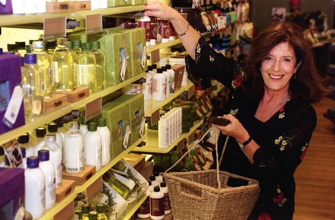 Anita Roddick, một trong những người phụ nữ giàu nhất nước Anh với thương hiệu The Body Shop.Ảnh: The Argus.Anita Roddick, một trong những người phụ nữ giàu nhất nước Anh với thương hiệu The Body Shop.Ảnh: The Argus.