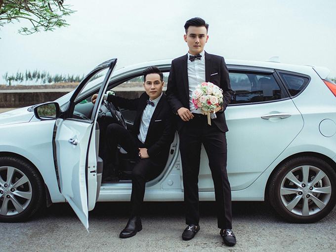 Bộ ảnh cưới của hai anh chàngcó nhan sắc cực phẩm được đăng tải ngay sau hôn lễ đình đám.