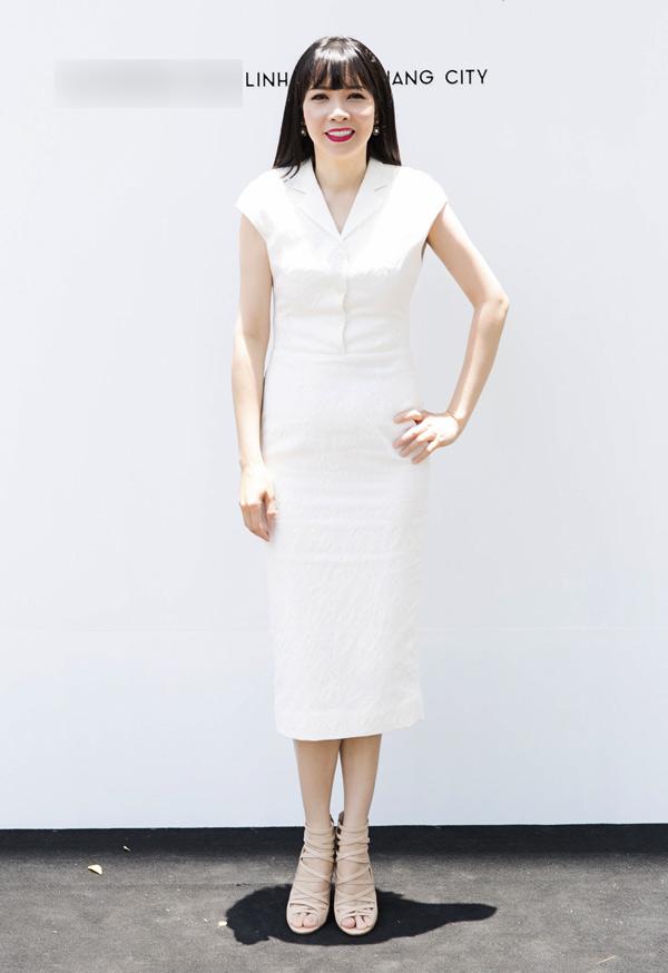 Ca sĩ Phương Thùy từ Mỹ về Việt Nam chúc mừng nhà thiết kế sinh năm 1981.