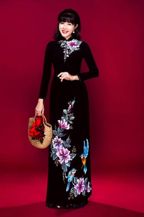 Lấy cảm hứng từ vẻ đẹp của thiên nhiên, nhà thiết kế Minh Châu giới thiệu những mẫu áo được thiết kế với phom truyền thống, chất liệu mềm mại, phù hợp với một dịp đặc biệt như ngày cưới.
