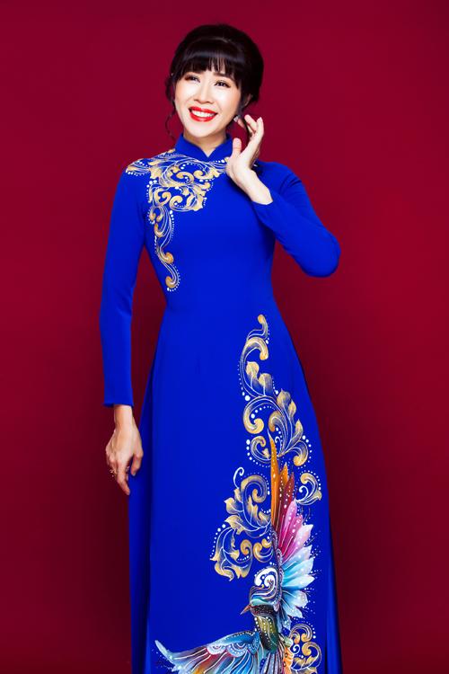 Bộ ảnh được thực hiện với sự hỗ trợ của MC Quỳnh Hoa, trang điểm và làm tóc Hùng Việt, photographer Bảo Lê.