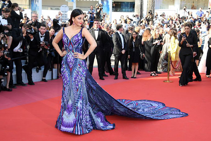 Aishwarya Rai luôn xuất hiện ấn tượng tại mỗi kỳ liên hoan phim Cannes. Đây cũng là dịp người hâm mộ khắp thế giới được gặp Hoa hậu thế giới kiêm minh tinh Ấn Độ bởi cô rất hiếm khi xuất hiện trong các sự kiện quốc tế.