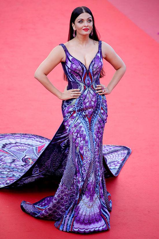 Aishwarya Rai tham dự lễ ra mắt phim Girls of the Sun tại Cannes hôm thứ 7, 12/5.