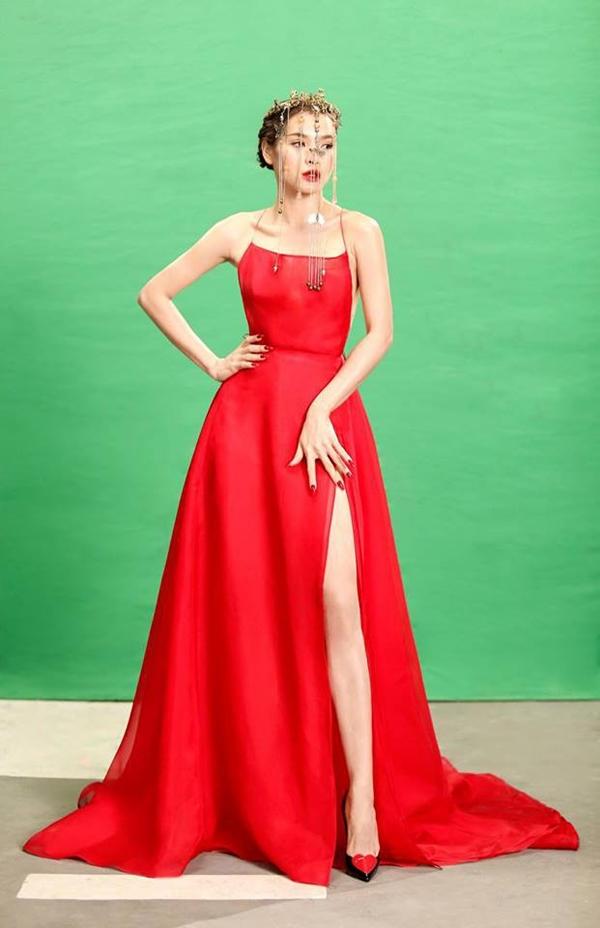 Bích Phương diện bộ váy bị đụng hàng kỷ lục trong MV mới - 4