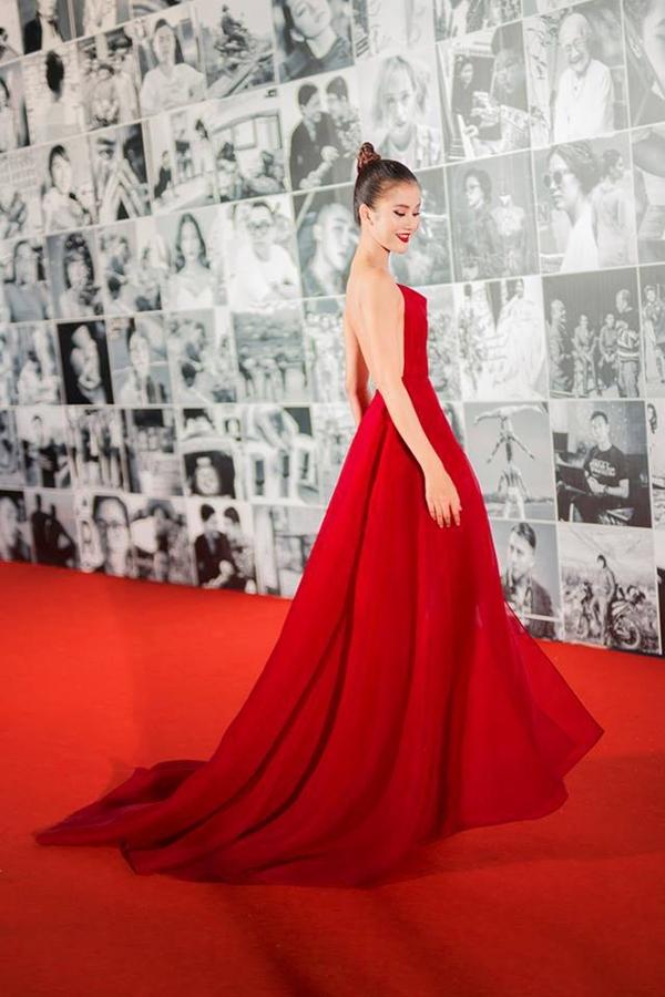 Bích Phương diện bộ váy bị đụng hàng kỷ lục trong MV mới - 5
