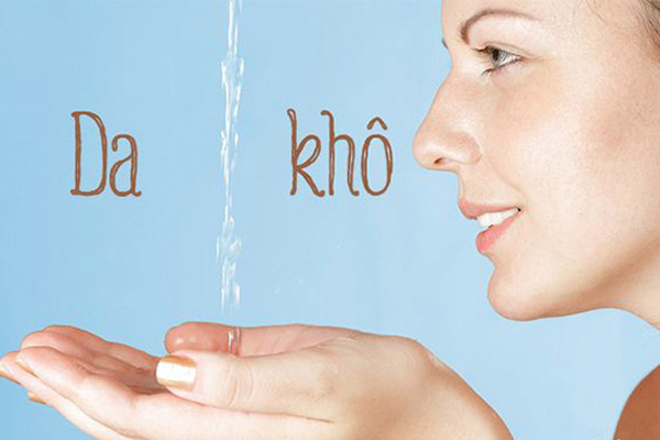 Da khô Làn da là nơi thể hiện rõ nhất mức độ thiếu nước trong cơ thể. Khi bạn uống đủ nước, làn da sẽ có độ căng mọng và mềm mại. Khi thiếu nước, da sẽ trở nên khô, xỉn màu, dễ xuất hiện nếp nhăn.