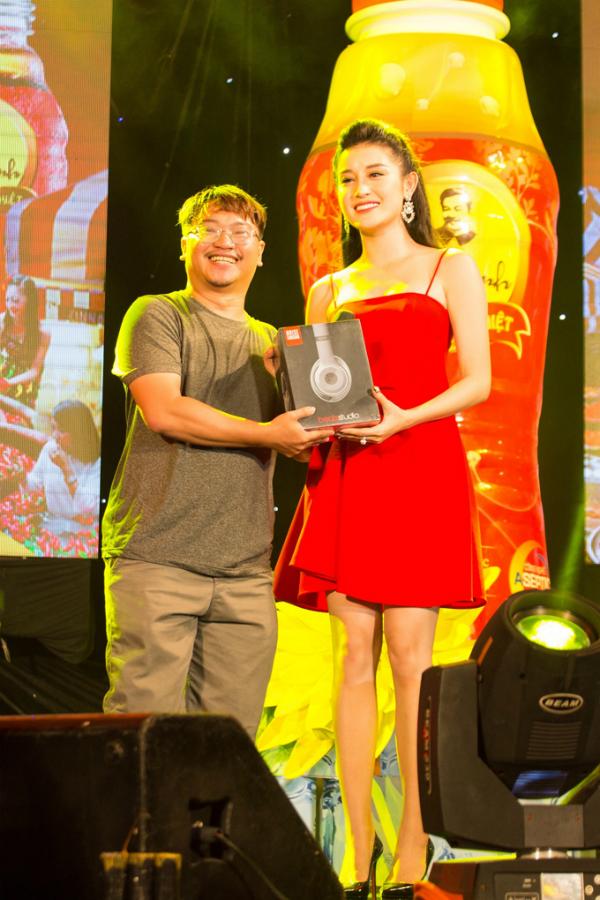Chương trình được sự tài trợ của nhãn hàng Trà thanh nhiệt Dr Thanh, Phố Hàng Nóng chính là nơi được khán giả mong đợi với sức hút lan tỏa hơn bao giờ hết.