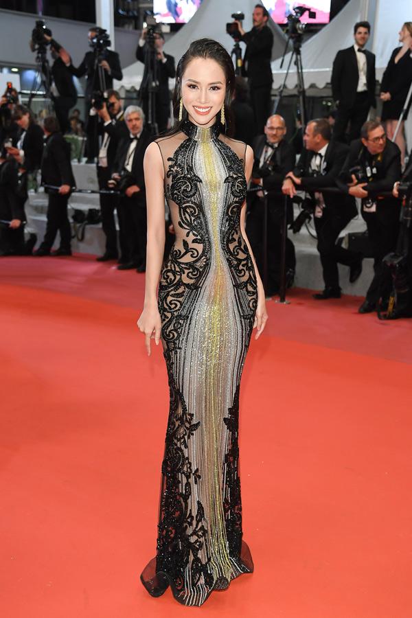 Hình ảnh Vũ Ngọc Anh mặc váy 1 tỷ, đeo trang sức 5 tỷ lên thảm đỏ LHP Cannes số 6