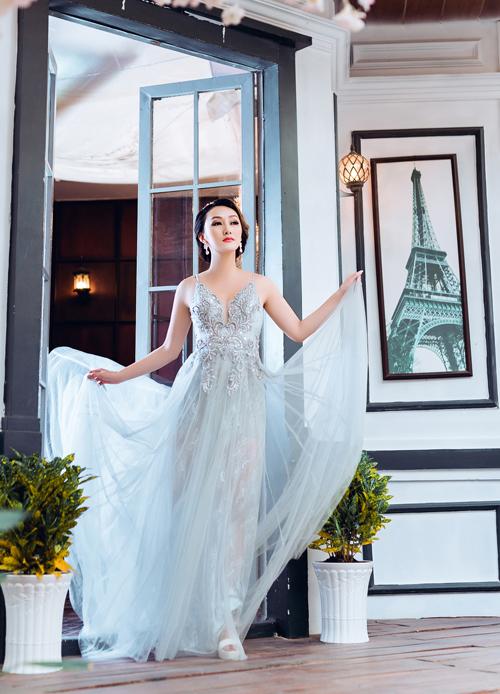 Bộ ảnh được thực hiện với sự hỗ trợ của Photo & áo cưới: Cama wedding, trang điểm: Hùng Việt và làm tóc: Jolie Châu.