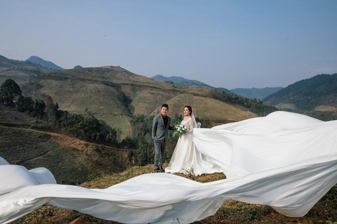 Sau hơn 4 tháng tổ chức lễ đính hôn tại quê nhà Cà Mau, Lâm Vũ và vợ Việt kiều quyết định sẽlàm đám cưới tại TP HCM để mời bạn bè, đồng nghiệp tới chung vui.