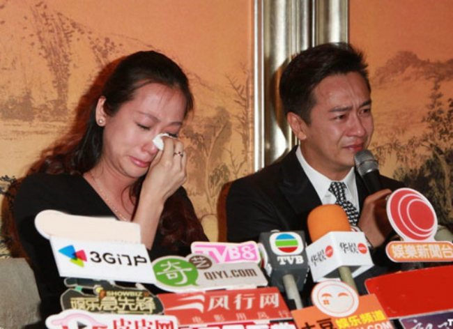 Ung xu cua 2 tai tu Hong Kong khi dinh scandal ga tinh quay roi tinh duc