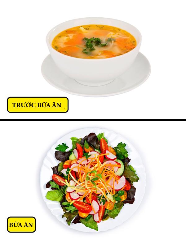 Ăn canh/súp trước bữa ăn Ăn canh hoặc súp trước khi vào bữa chính sẽ giúp bạn không ăn quá nhiều. Nên ăn nhiều rau