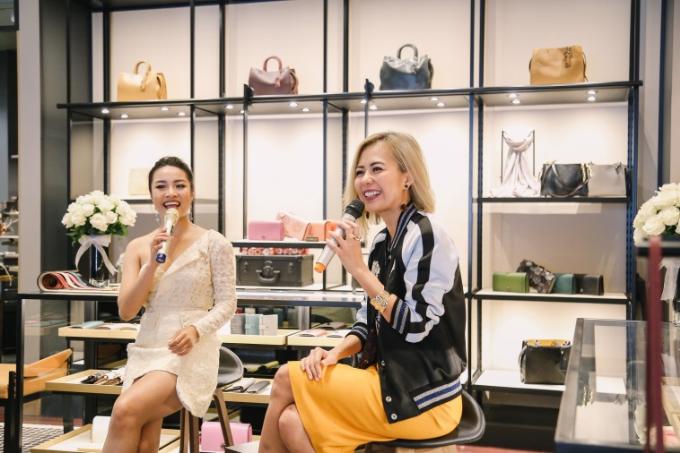 Trong buổi trò chuyện, Bùi Việt Hà đã chia sẻ với các khách hàng trẻ tuổi những cách để tự chăm sóc bản thân, tự cân bằng tâm lý và duy trì lối sống hiện đại, lành mạnh, để luôn cảm thấy sảng khoái, yêu đời.