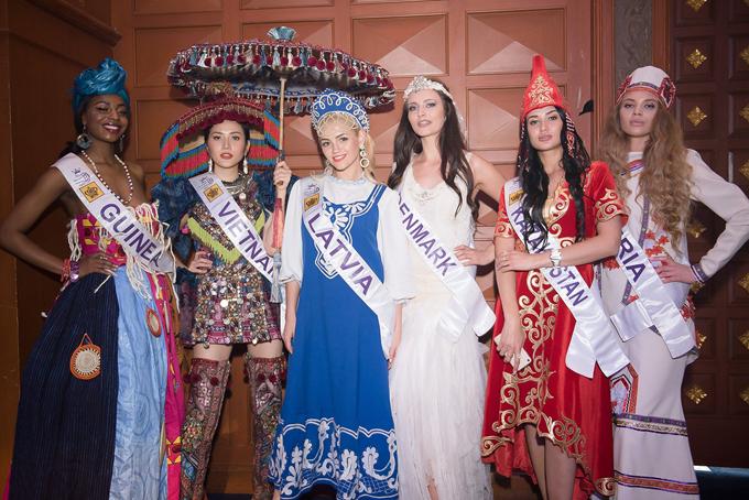 Diệu Linh cùng các thí sinh trong buổi thi bán kết chiều 15/5.