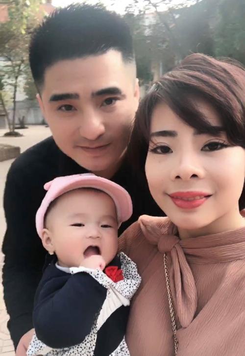 Gia đình hạnh phúc của anh Phan Thịnh và chị Giang Luyến.