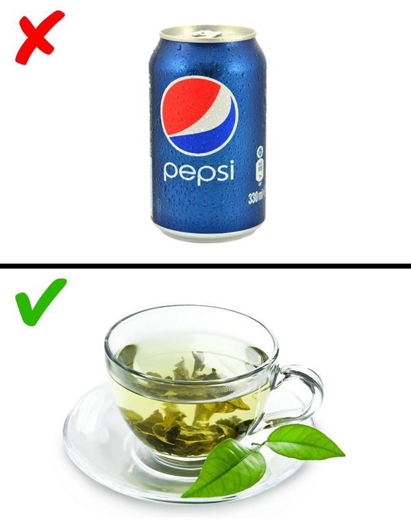 Uống trà xanh thay cho nước ngọt Trà xanh rất tốt cho sức khỏe và hỗ trợ giảm cân hiệu quả. Nên hạn chế sử dụng nước ngọt, thay vào đó hãy uống trà xanh.