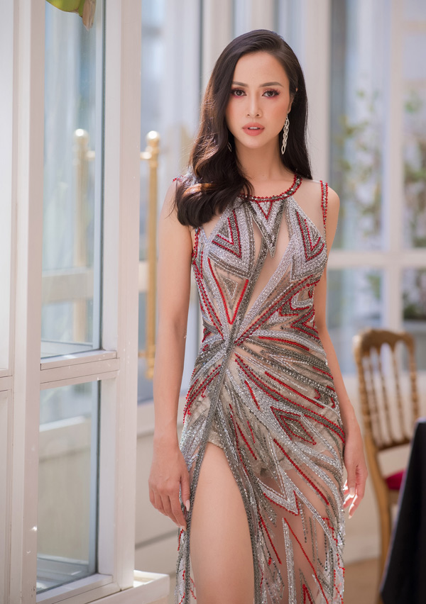 Người đẹp Vũ Ngọc Anh cũng chuộng mốt váy xuyên thấu của Hoàng Hải.