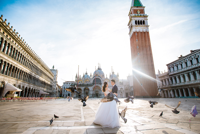 Quỳnh Anh Thỏ và An Khương Gấu chọn Venice là nơi chụp ảnh cưới bởi thành phố này gắn với sự lãng mạn trong tình yêu đôi lứa. Đó cũng là nơi mà Thỏ muốn đến cùng Gấu nhưng chưa có cơ hội.Sau đám cưới, cả hai dự định sẽ đi hưởng tuần trăng mật tại Dubai và San Diego.
