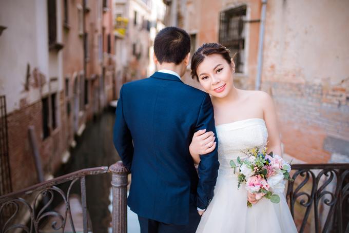 Tốt nghiệp đại học, Quỳnh Anh có một thời gian làm việc tại Singapore sau khi sang Anh học thạc sĩ tại đại học Surrey. Đây là cơ duyên để Quỳnh Anh và An Khương quen biết rồi yêu nhau.