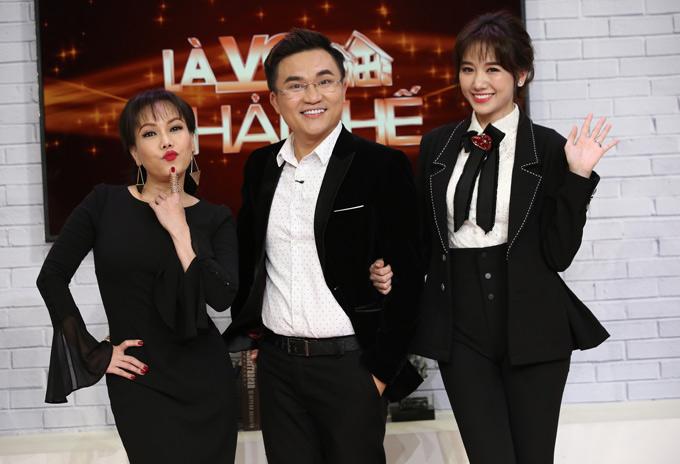 Ba MC của chương trình là Việt Hương, Đại Nghĩa và Hari Won khéo léo dẫn dắt câu chuyện để các cặp đôi tiết lộ những bí mật hôn nhân.