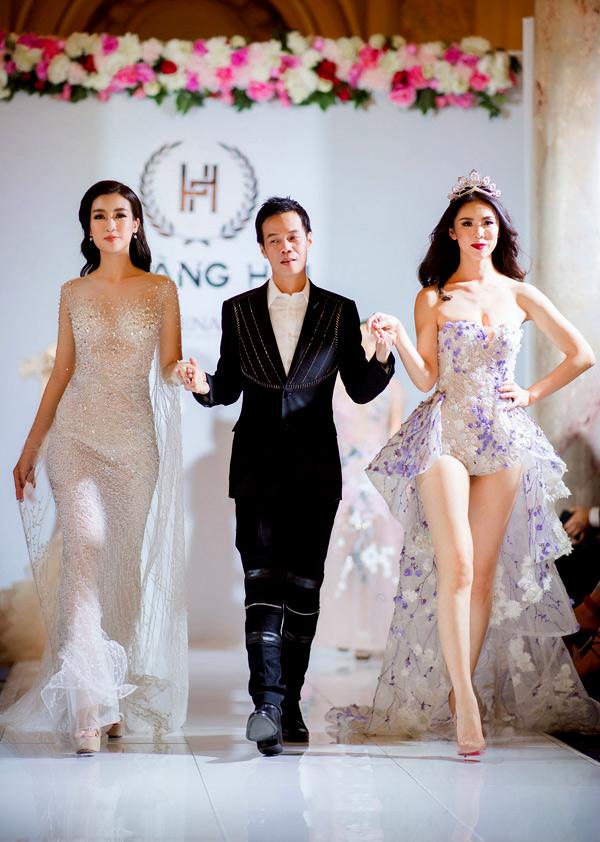 Đỗ Mỹ Linh là gương mặt first face còn Hoa hậu Hoàn vũ Riyo Mori giữ vị trí vedette trong show diễn.