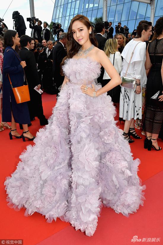 Loat my nhan Trung Quoc tu tin lo nguc phang tren tham do Cannes