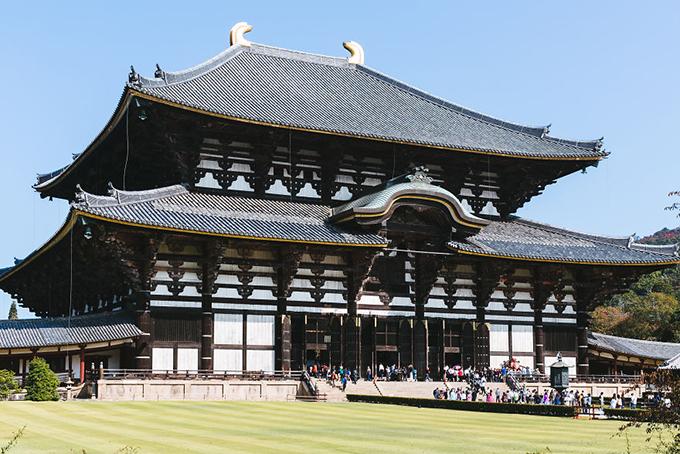 Đền Todaiji cũng ở thàn phố Nara luôn đông đúc khách thập phương tới đây tham quan, vãn cảnh.