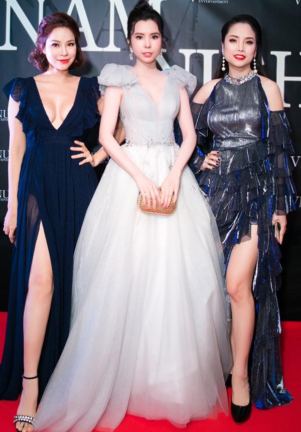 Cựu người mẫu Đào Lan Phương - con rể tỷ phú Hoàng Kiều (ngoài cùng bên trái) khoe chân dài và vòng một nóng bỏng bên diễn viên Huỳnh Vy (giữa) và người đẹpThùy Giang.