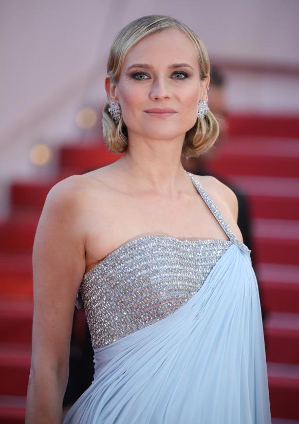 Nữ diễn viên người Đức Diane Kruger tỏa sáng với đôi hoa tai vàng trắng 18ct nạm kim cương (27,48 ct) từ bộ sưu tập Haute Joaillerie. Cô cũng chọn 2 chiếc nhẫn khác của Chopard để xuất hiện tại sự kiện. Năm nay cô là một thành viên trong ban giám khảo Tropheé Chopard để chọn ra 2 diễn viên nam và nữ triển vọng của ngành công nghiệp điện ảnh thế giới.