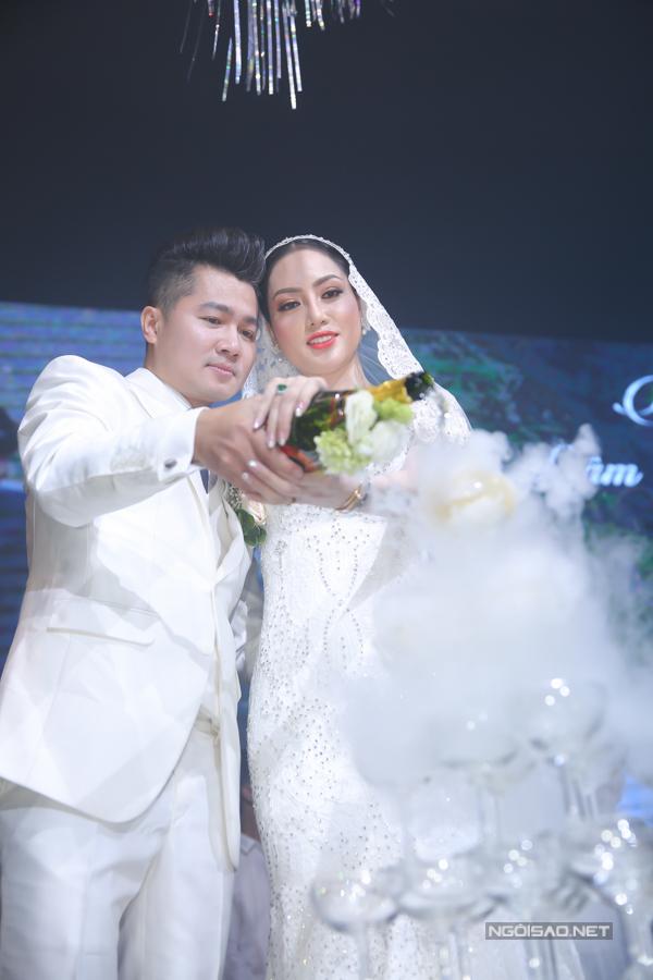 Lâm Vũ kể chuyện cầu hôn trước, yêu sau trong hôn lễ - ảnh 9