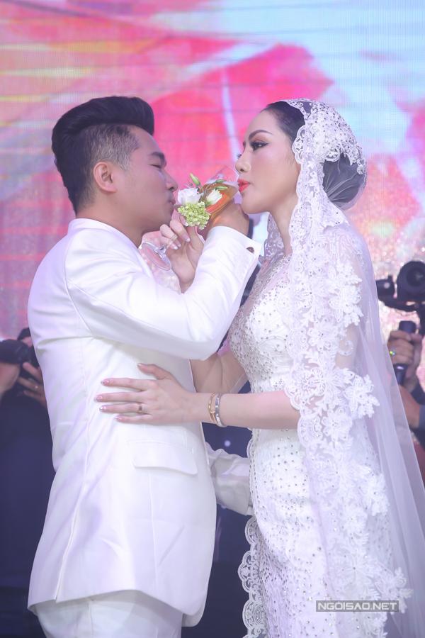 Lâm Vũ kể chuyện cầu hôn trước, yêu sau trong hôn lễ - ảnh 10
