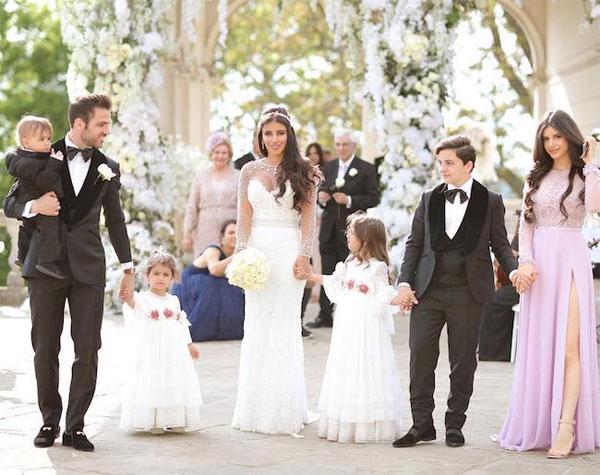 Ảnh cưới của Fabregas và bà xã 5 con hơn anh 11 tuổi - 12