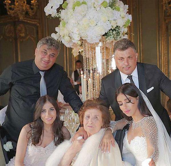 Ảnh cưới của Fabregas và bà xã 5 con hơn anh 11 tuổi - 9