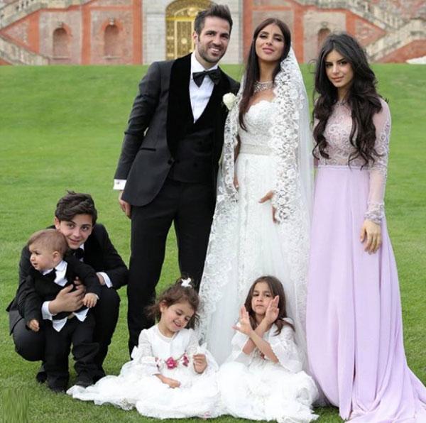 Cặp đôi chụp ảnh cùng ba con chung và hai con riêng của Daniella Semaan.