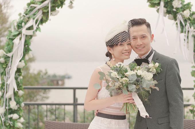 Mạng che mặt vẫn luôn là món phụ kiện được sử dụng nhiều nhất khiến diện mạo của cô dâu trở nên mềm mại và cuốn hút. Mạng che phù hợp với nhiều mẫu váy cưới và khuôn mặt.