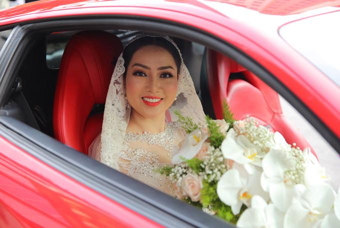 Nhan sắc rạng ngời của cô dâu Huỳnh Tiên khiến nhiều người phải trầm trồ, mừng cho Lâm Vũ.