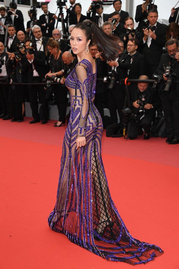 Nữ diễn viên chia sẻ, cô lường trước việc sẽ có nhiều ý kiến khen, chê về trang phục của mình nhưng vẫn quyết định mặc hở bạo, khoe đường cong bốc lửa trên thảm đỏ quốc tế.