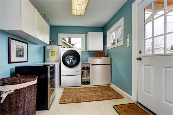 Tạo không gian giặt ủi riêng: Với nhữngngôi nhà có diện tích và không gian rộng, bạn nêntạo một căn phòng riêng dành để giặt đồ, là ủi quần áo. Theo đó, bạncó thể tích hợp nhiều công năng sử dụng khác nhau cho căn phòng này như chứa đồ nhưhóa chất giặt ủi, các vật dụng vệ sinh nhà cửa như chổi, cây lau nhà.