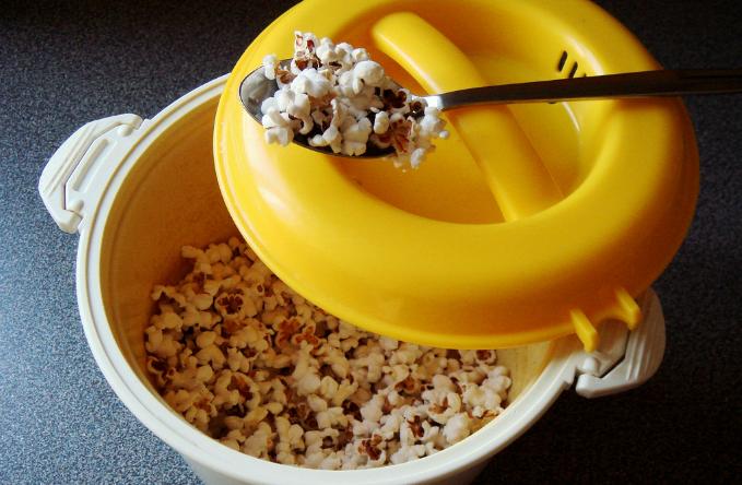 Mẹo làm bắp rang bơ bằng nồi cơm điện nhanh và tiện lợi - ảnh 2