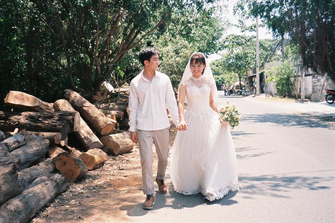 Bộ ảnh được nhiều người so sánh là đẹp không kém những album cưới chụp bằng máy film của nhiếp ảnh gia Hong Kong, Trung Quốc.