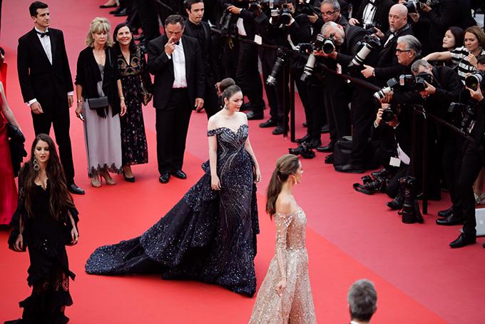 Hôm 18.5 (giờ Pháp), nhà đầu tư kiêm sản xuất phim Lý Nhã Kỳ đã tham dự sự kiện thảm đỏ ra mắt bộ phim Ahlat Agaci của đạo diễn Thỗ Nhĩ Kỳ Nuri Bilge Ceylan, người từng đoạt Cành cọ vàng tại Liên hoan phim Cannes năm 2014.