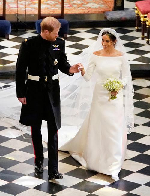 Chiếc váy cưới của Meghan được thiết kế bởi giám đốc sáng tạo của thương hiệu Givenchy - Clare Waight Keller.